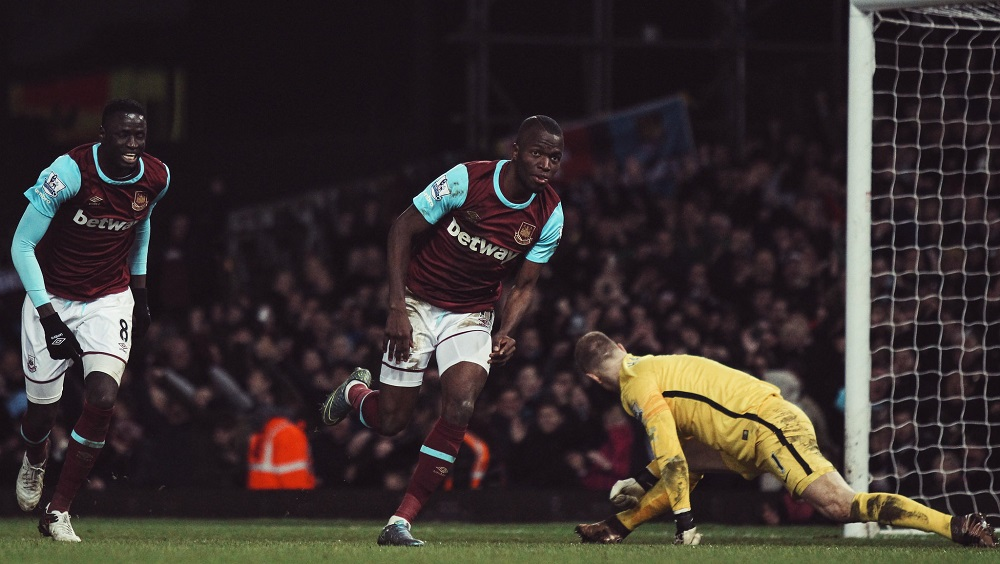 Enner Valencia scores past Joe hart for West Ham United v Manchester City in the Premier League