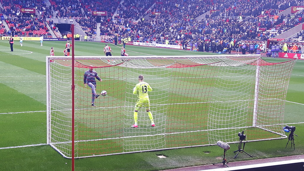 Jordan Pickford warms up before Sunderland v West Ham United