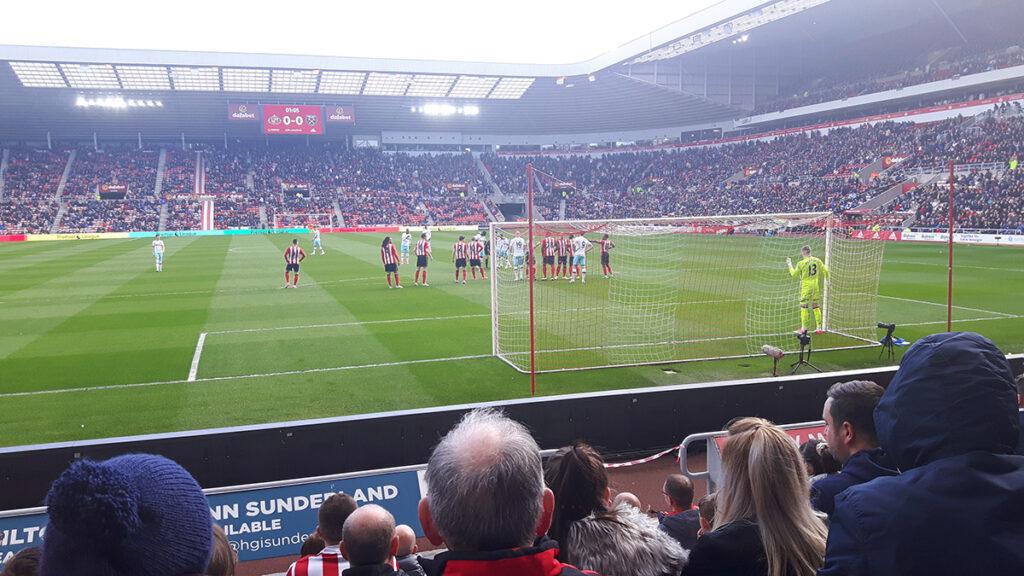 West Ham line up a freekick against Sunderland