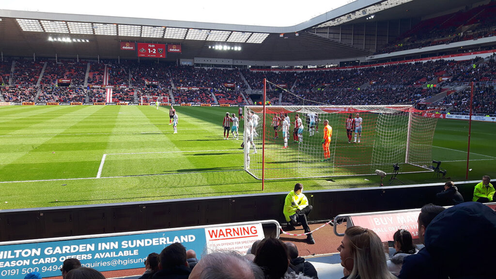 Sunderland corner as they push for an equaliser against West Ham in the Premier League