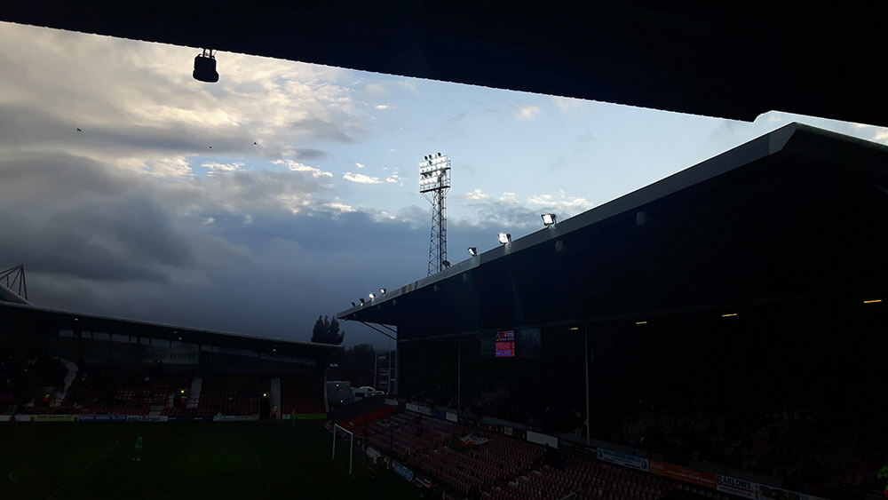 Floodlight above the Glyndŵr University Stand at the Racecourse Ground